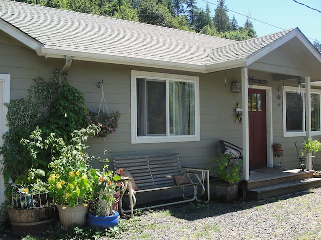Guest house near the McKenzie! - Springfield