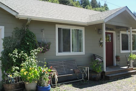 Guest house near the McKenzie! - Springfield - Andere