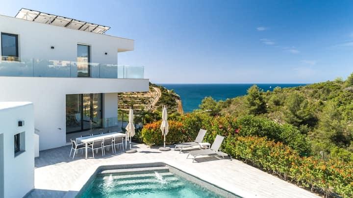 Luxury villa,enviable position stunning sea views!