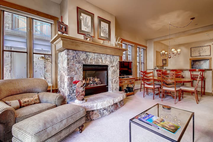 Center of it all, charming mountain home