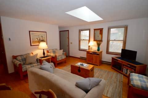 Cape Cod Getaway 2 Bedroom Cozy Home