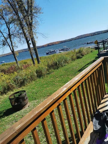 Rice Lake lakefront cottage located on Golf Resort