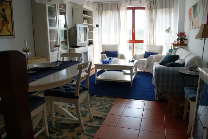 COMODO Y SOLEADO APARTAMENTO EN COMILLAS - コミージャス - アパート