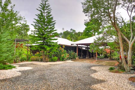 Villa Isabel Nanchu Garden and House