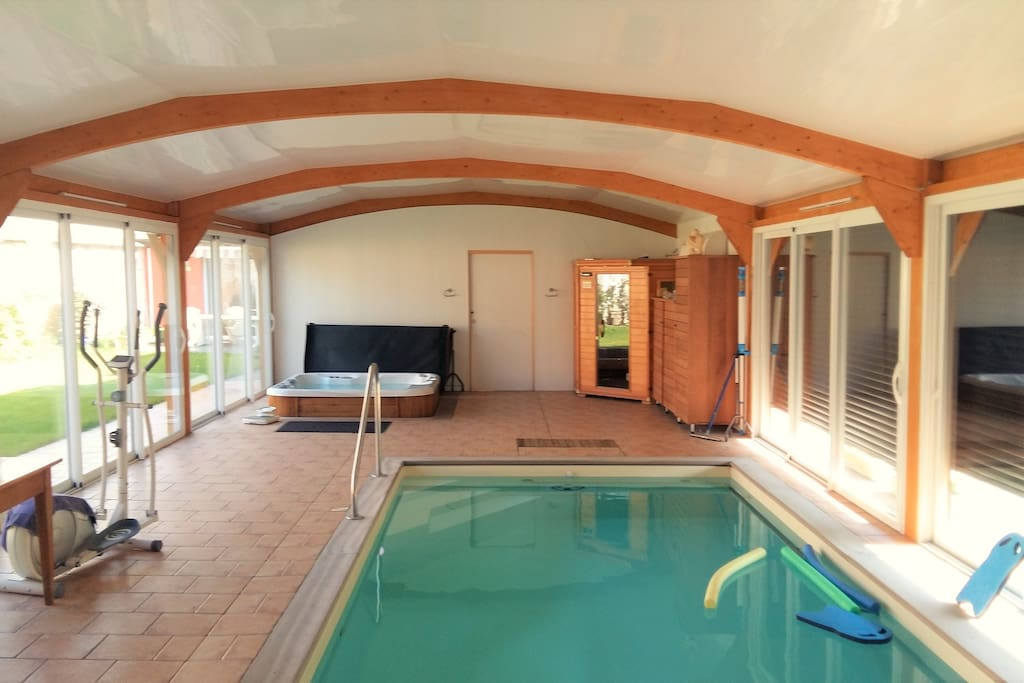 La piscine avec SPA et SAUNA