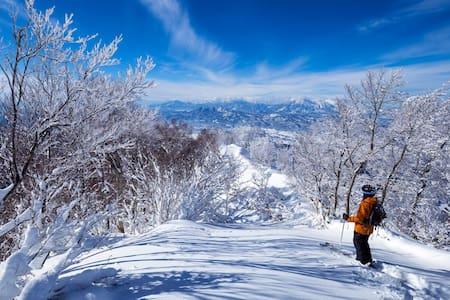 Kaiya Nozawa Lodge - 50 m to the slopes