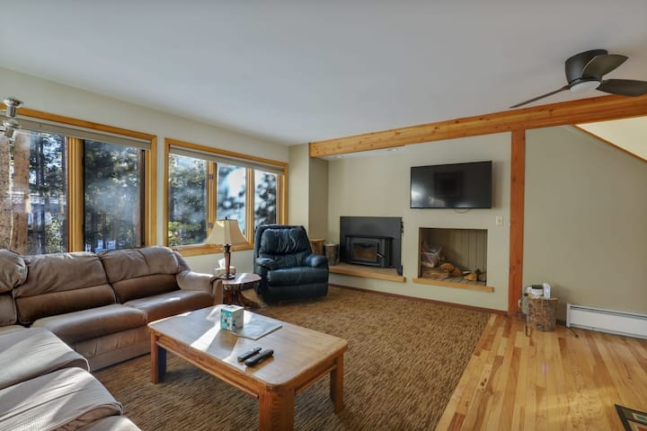 2 BDR and Loft Peak 7 Home  Spacious, Close to Trails