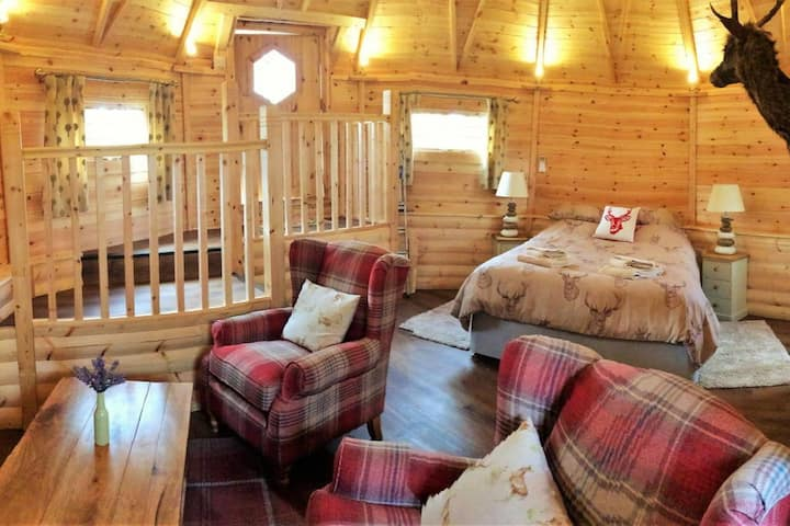 Cosy Cabin on 20 Acre Private Estate - Owl Lodge