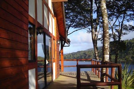 Lodge Kiñe (1) Tocando el Lago Huillinco.
