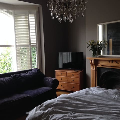 Gorgeous room in Edwardian house, Moseley
