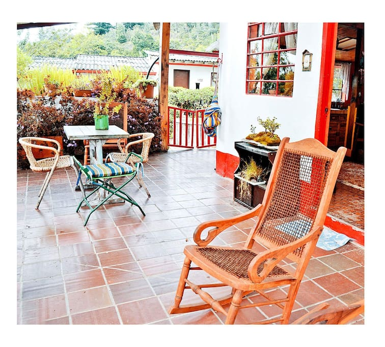 Porch / lovely space to chill & see the landscape\ lugar relajante para ver el paisaje