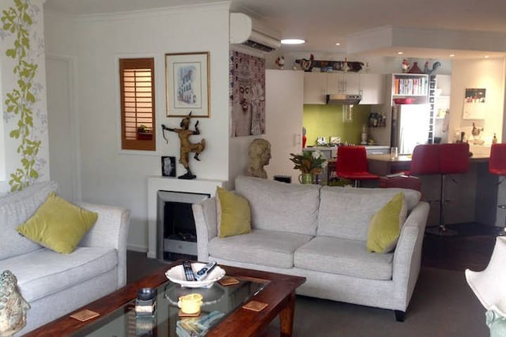 Close to airport, city, University & bus! - Christchurch - Casa
