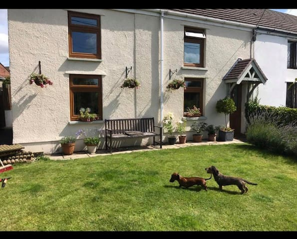 Gower cottage with dog friendly room