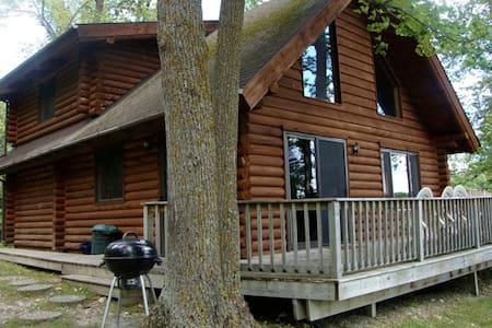 Beautiful Log cabin on Pelican Lake