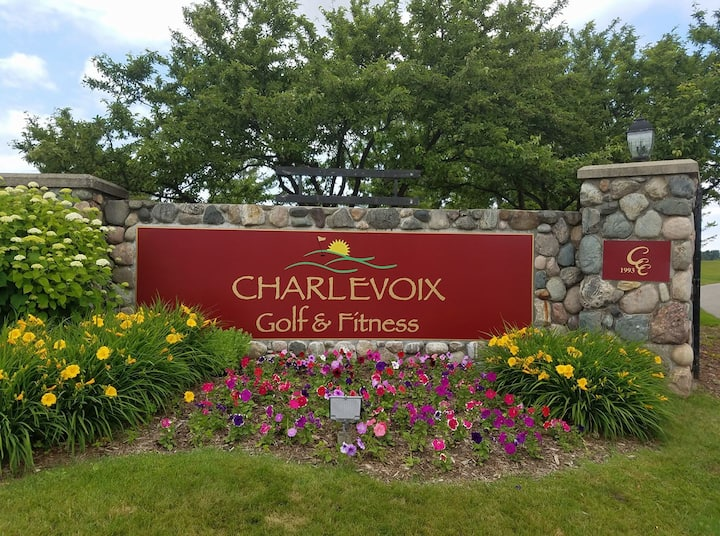 Charlevoix Country Club Condo, Close to Water