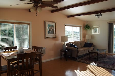Spacious guest house with private yard and views - El Cajon