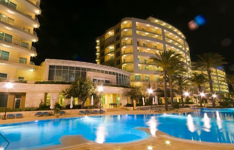 Radisson Blu Sea-view Apartment