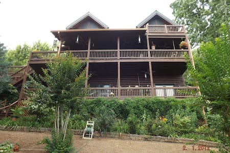 Mary King Mountain Log Cabin Apartment w/ Hot Tub
