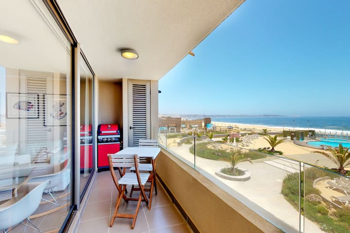 Well-equipped, family-friendly apt. w/shared pool, hot tub, ocean views