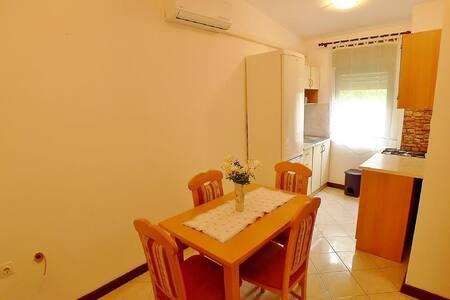 Apartments Mirjana / Two bedrooms A5 - Pula