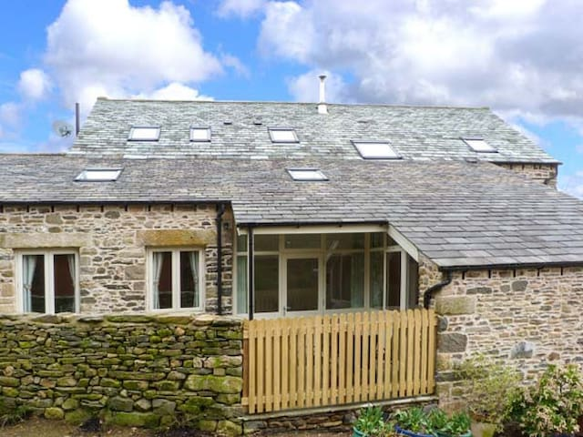 HAWKRIGG COTTAGE, family friendly in Kirkby Lonsdale, Ref 908362