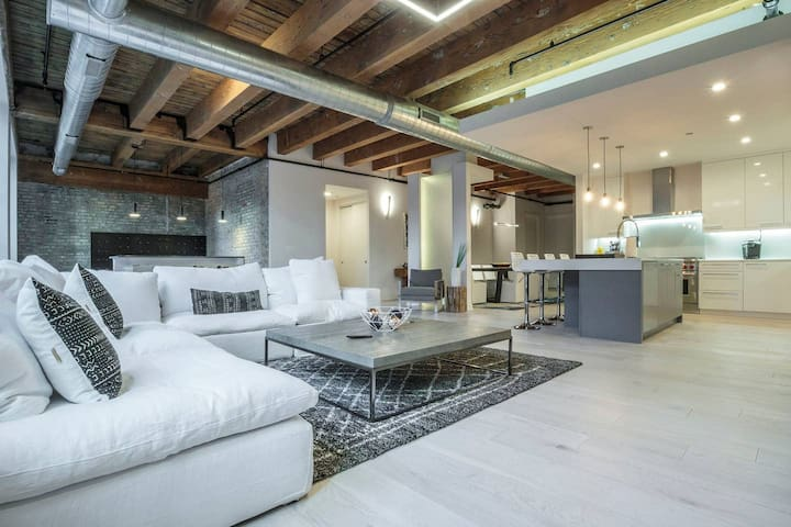 Spacious & Private 3 BDR Luxury Loft in Downtown!