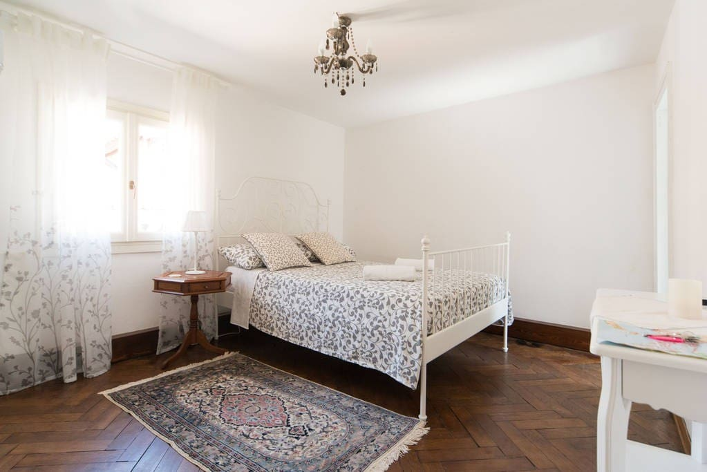 Romantic, sunny room with full double bed.