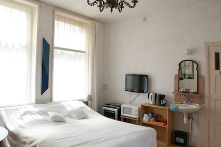 Cosy floor + rooftop downtown - Haag - Bed & Breakfast