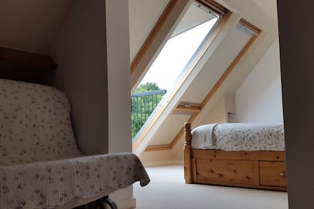 Attic space with a great view - Upper Minety - Huis