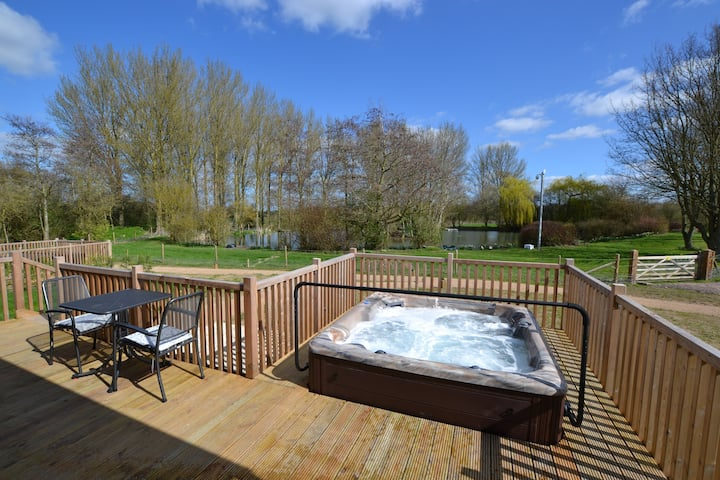 Sparrowhawk Luxury Lodge with Sauna & Hot Tub