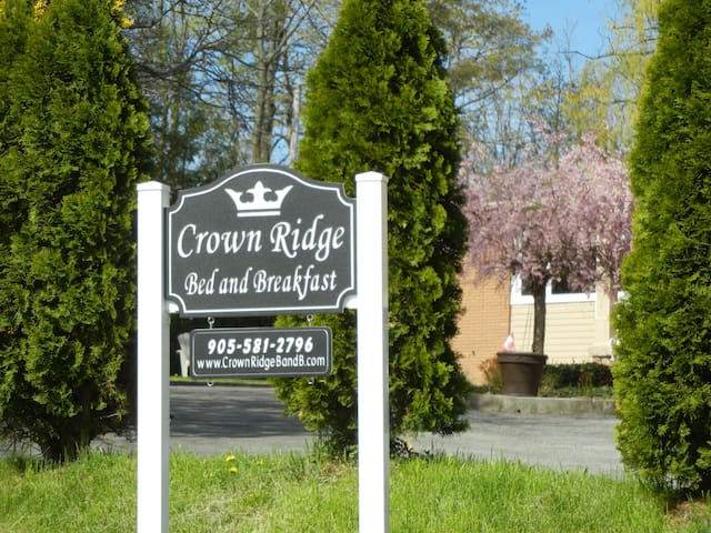 Crown Ridge Bed and Breakfast - Grimsby - Bed & Breakfast