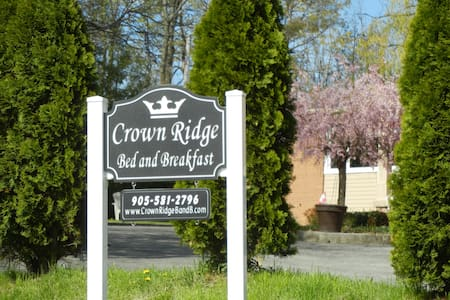 Crown Ridge Bed and Breakfast - Grimsby - Szoba reggelivel