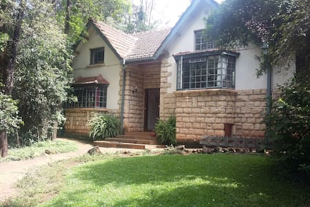 Secure, peaceful home from home in Nairobi - Huis