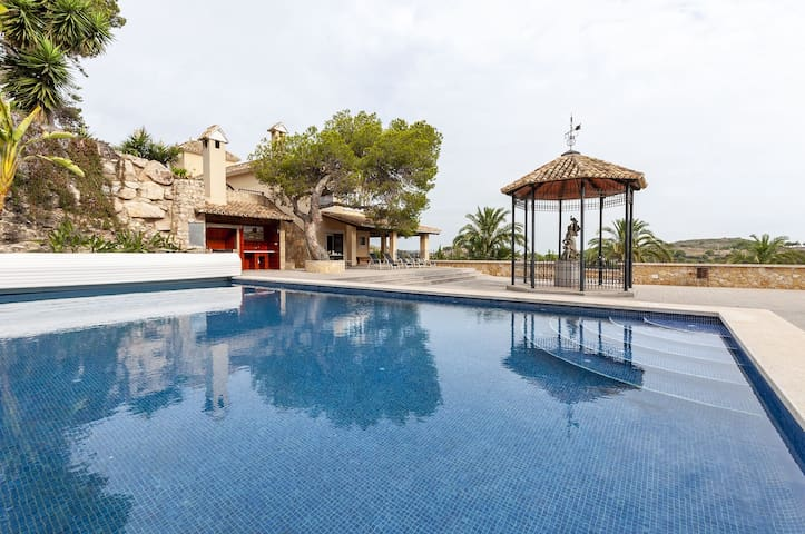 OASIS DEU - Villa with private pool in Cullera.
