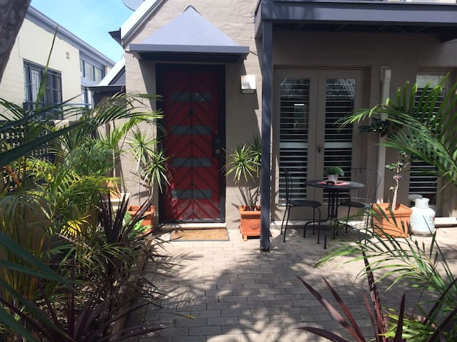 Charming Crows Nest Hideaway - Crows Nest - Townhouse