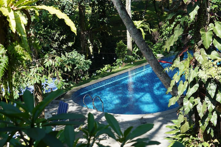 5BR Villa w/ Pool at Rumah Gadog