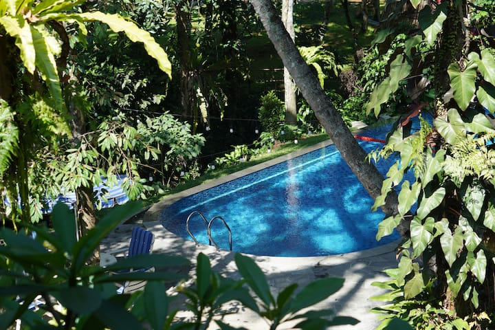 5BR Villa Lotus w/ Shared Pool at Rumah Gadog