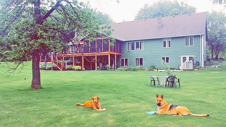 Huge House/Yard -Redeemer Wedding Venue, Casino