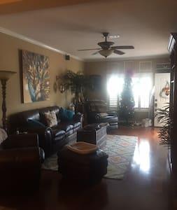 Home Sweet Home - Enterprise - Reihenhaus