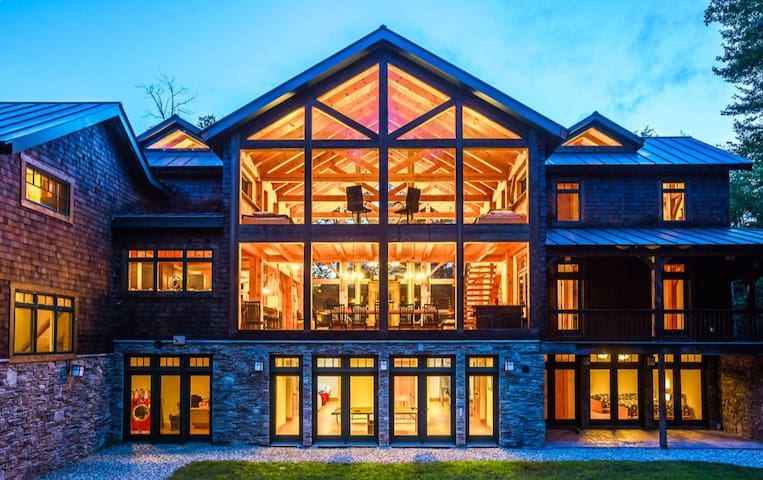 Ski and Golf / Luxury Home W/ 5 Master  Suites