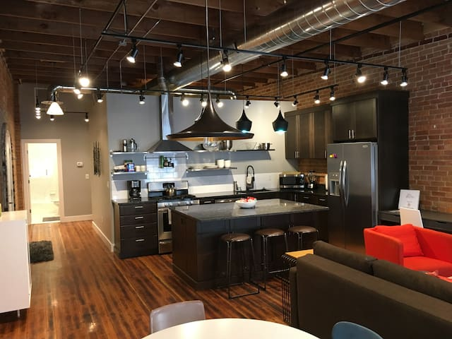 The District Lofts D - 2 bedroom/2 bath - sleeps 7