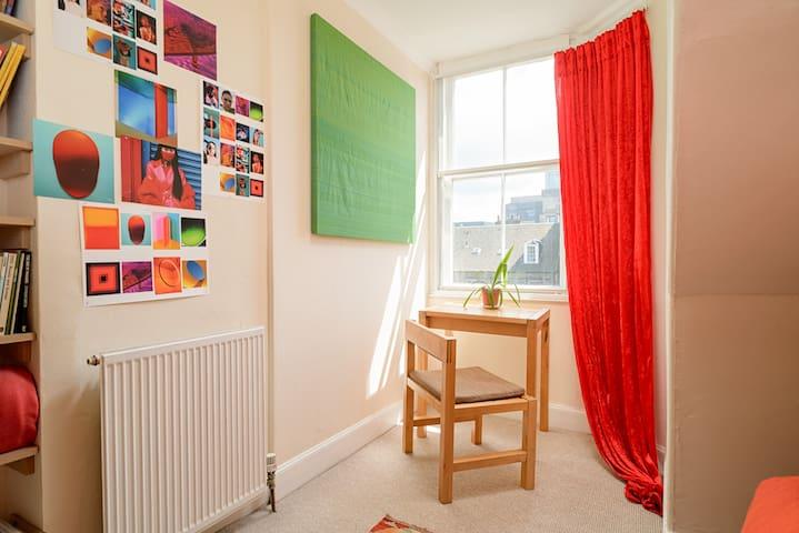 Cosy attic room in the heart of Edinburgh