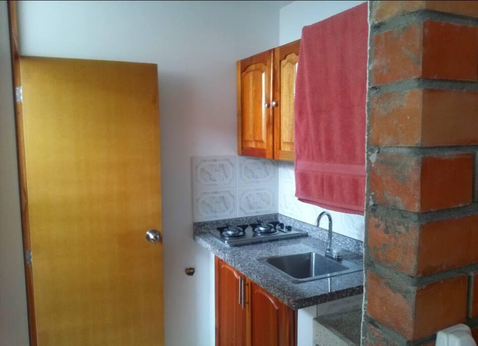 Cocineta y zona de ropa