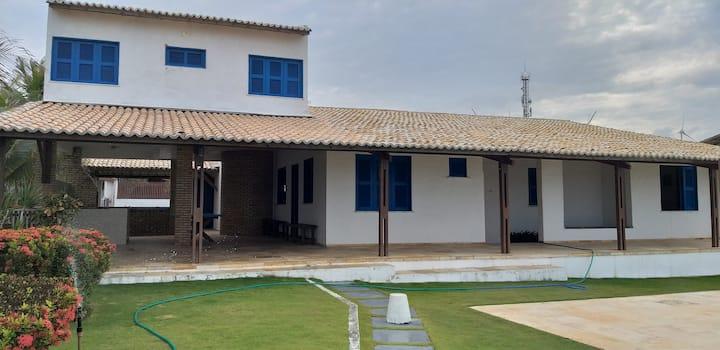 Casa duplex em frente ao mar, com 5 quartos.