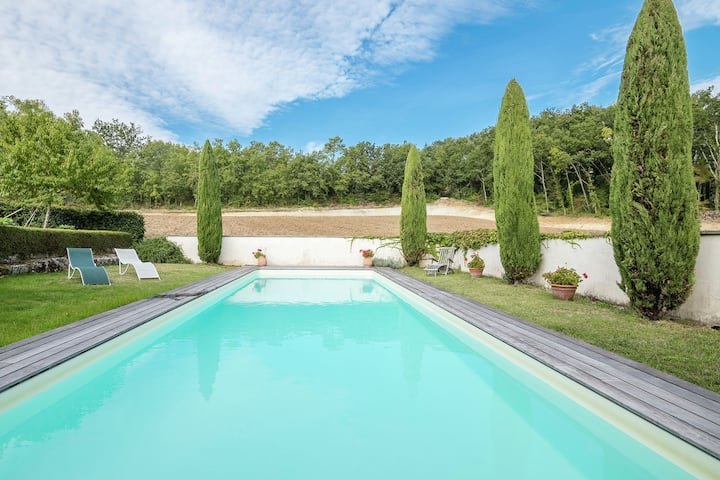 Cozy Holiday Home with Swimming Pool close to Saint-Émilion