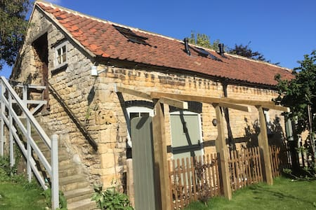 Lovely self-contained converted stables  - LN2 2NR - Lincoln
