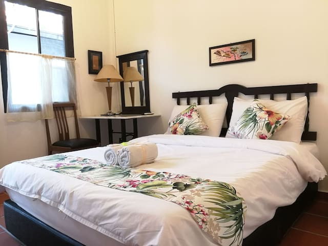 Cozy 2pax+breakfast+pet allowed 3km to Jonker Walk