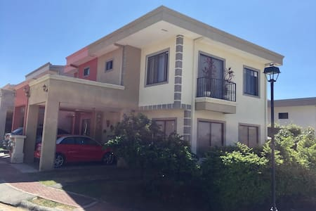 Beautiful house close to Airport! - Alajuela - Σπίτι