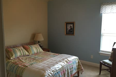 2nd Floor Oasis near DFW airport - Lewisville - Ház