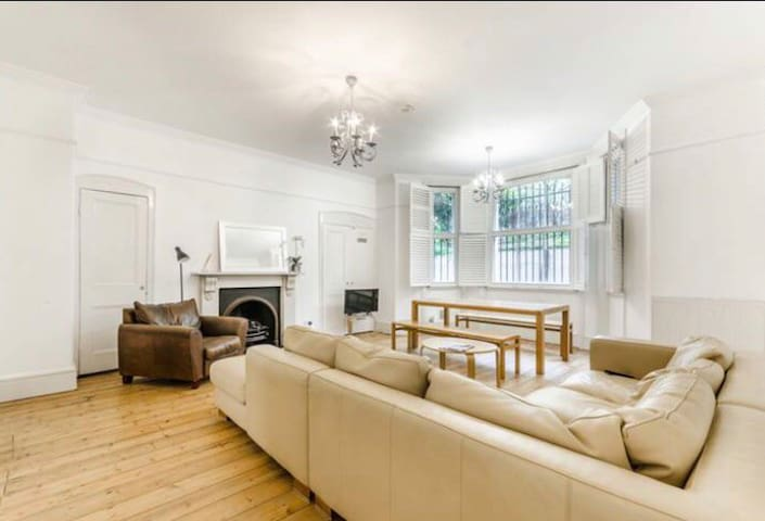 Magnificent & Spacious Earls Court Home